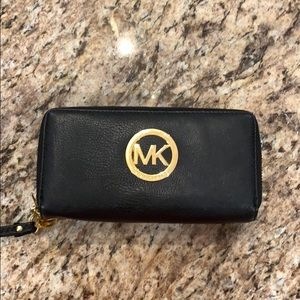 Michael Kors emblem black leather wallet